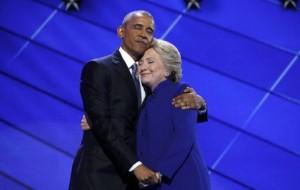 Obama és Clintonné ölelése